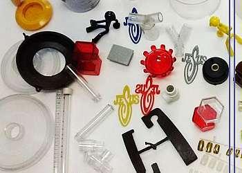 Maquina para fabricar peças de plástico