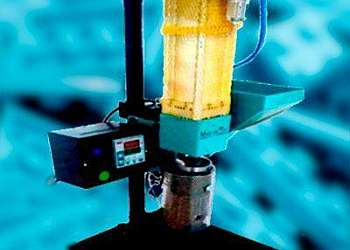 Mini injetora de plástico pulverizado